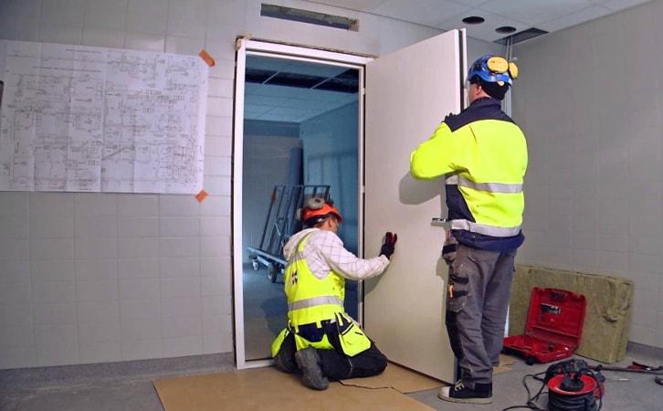 Установка противопожарных дверей от компании Комфорт-Сервис